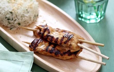 שיפודי עוף ואורז קוקוס