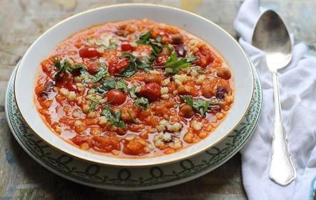 נזיד עגבניות ושעועית